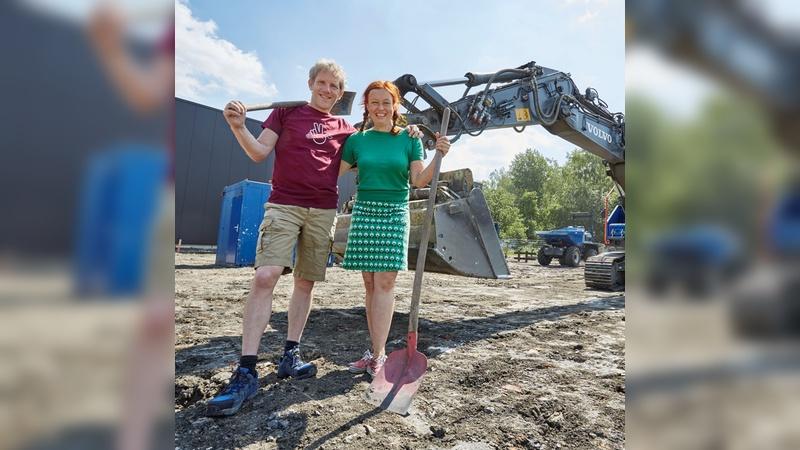 Spatenstich: Kirsten und Marec Hase eröffnen die Baustelle für ihre vierte Halle