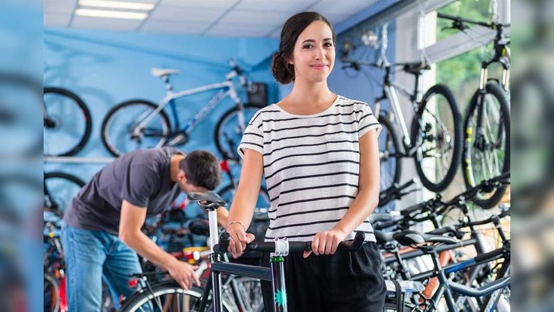 Frauen lieben (Bike)-Shopping