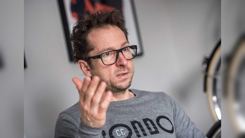 Erfahrener Rockstar mit nachdenklicher Erscheinung: Szymon Kobylinski ist ein umtriebiger Rad-Unternehmer aus Polen.
