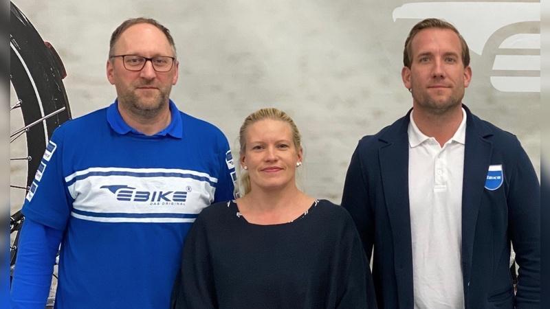 Die Neuzugänge Tanja und Ralf Barthel mit Geschäftsführer Helge von Fugler (rechts).