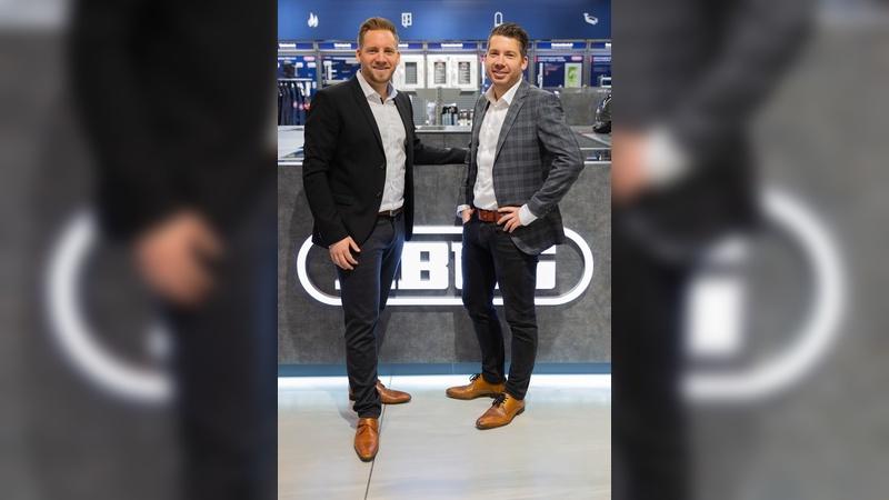 Nicolas-David Bremicker (links) und Daniel Bremicker, übernehmen zum Jahresbeginn wichtige Fuehrungsfunktionen innerhalb der ABUS Gruppe.