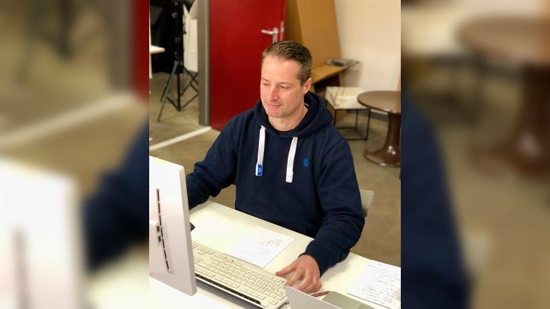 Der IT-Spezialist Peter Jäger verstärkt das Team von Fahrer Berlin.