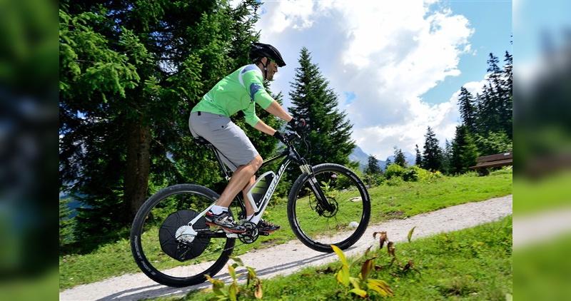 Ein E-Bike-Antrieb nimmt langen Anstiegen den Schrecken. Dafür stellt sich das Gefühl, eine sportliche Leistung vollbracht zu haben, nur bedingt ein.