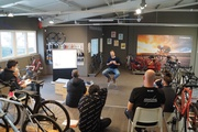 Die jüngste Ausgabe der Grundlagenschulung Werkstatt bei Bike's n Boards in Wetzlar fand in Kleingruppen statt, um den Lerneffekt zu maximieren.