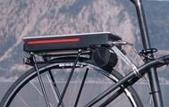Akku und Motor sitzen am Heck des Fahrrads.