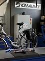 Hebenbühne und Batterieschrank erlauben den sicheren und ergonomischen Umgang mit E-Bikes.