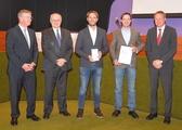 v.l: Landrat Heinz Eininger, Laudator Heinz Fohrer (Volksbank Esslingen), Christoph Lermen (CEO Pinion), Michael Schmitz (CEO Pinion), Markus Grupp (Kreiswirtschaftsförderer Esslingen).Foto: Pinion