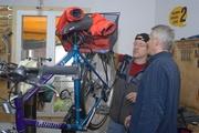 Je nach technischen Kenntnissen und Fähigkeiten kann sich der Kunde an seinem Bike betätigen.